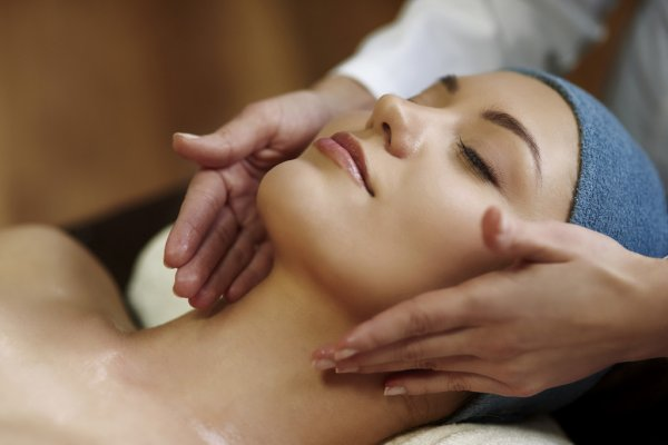 103216684-stock-photo-woman-lying-during-a-spa